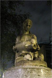 Таинственная статуя в Лондоне