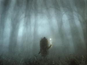 """Ёжик сорвал травинку, на которой сидел Светлячок и, высоко подняв ее над головой, как со свечой, наклоняясь и вглядываясь себе под ноги, побрел в тумане. Из сценария мультфильма Ю. Норштейна """"Ёжик в тумане"""""""